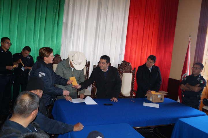 Con recurso municipal pagan quincena a policías de Calpulalpan
