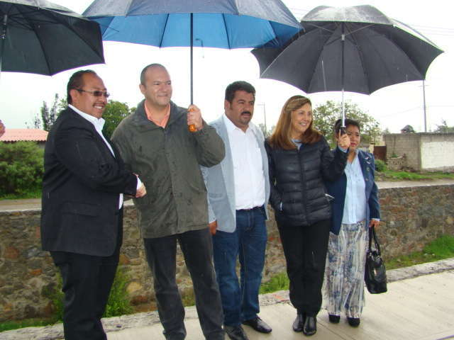Constató Juan Corral Mier avances de obra carretera en Zitlaltepec