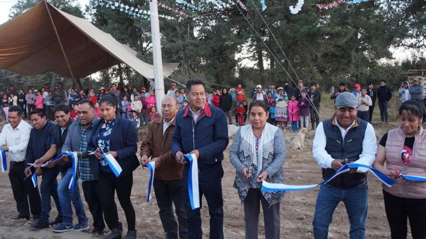 Alcalde entrega construcción de línea de conducción en San Isidro Buen Suceso