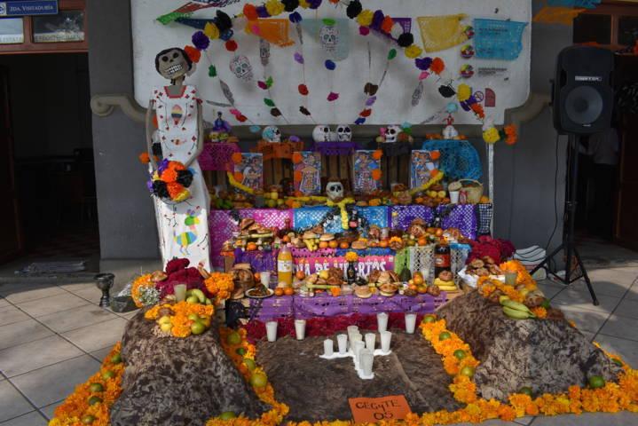 Realizan concurso de ofrendas en Zacatelco