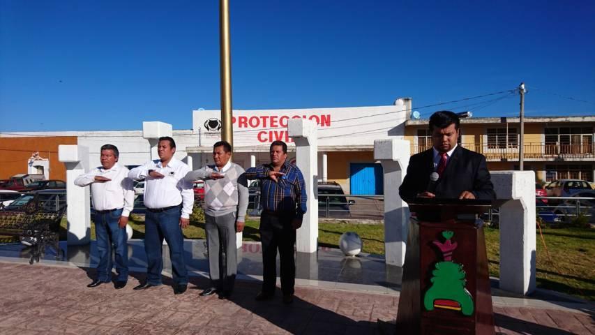 Ayuntamiento de Tzompantepec rinde honores a lábaro patrio