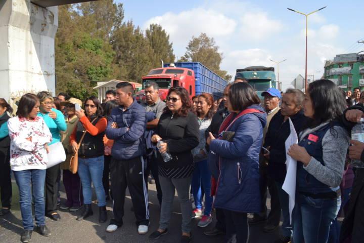 Alcalde reprueba bloqueo en la vía corta de padres de familia de la secundaria Lizardi