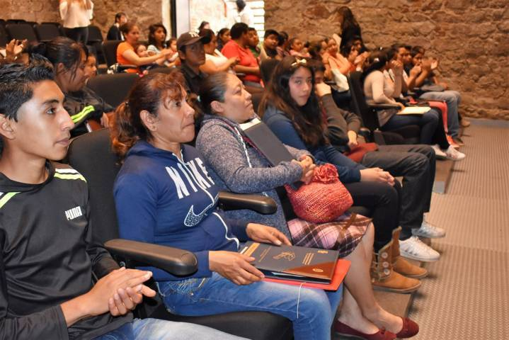 Ayuntamiento de Zacatelco otorga becas de PRONADEC
