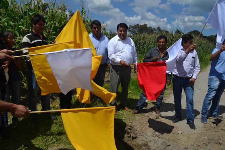 Pobladores del barrio de Comalteopa tienen agua potable: alcalde