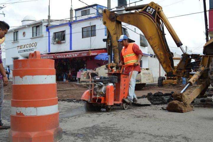 CAPAM de  Calpulalpan corrige fuga de aguas negras en avenida principal