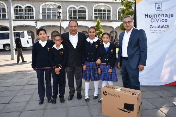 TOA fortalece la educación de la Domingo Arenas con una computadora