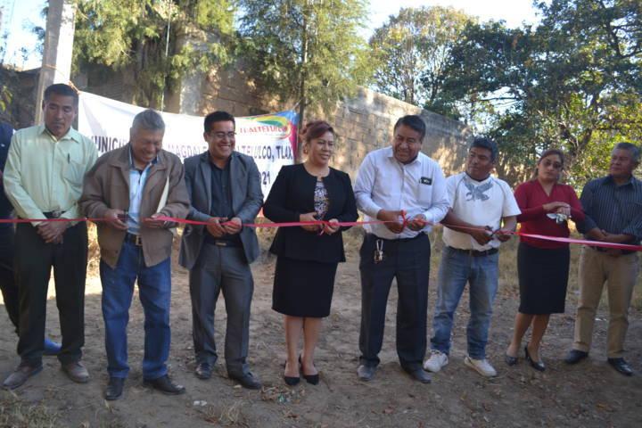 Alcalde inaugura red eléctrica en la calle Morelos del barrio de Yoalcoaltl