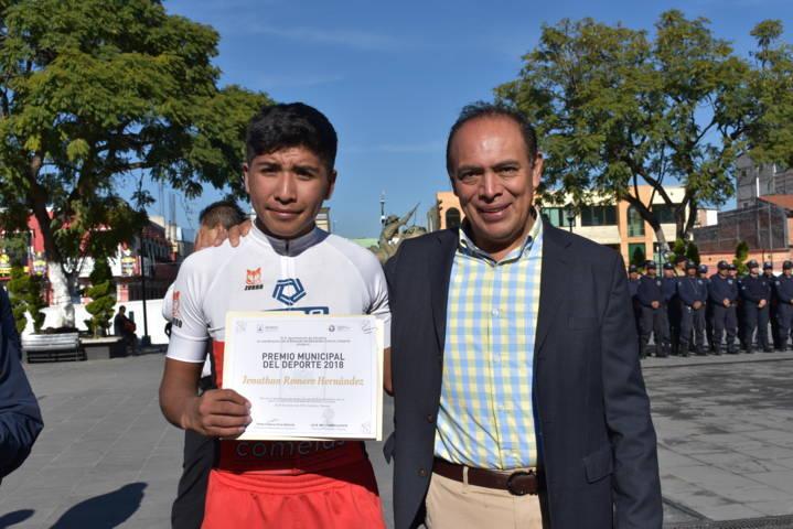 Jonathan Romero es galardonado con el premio del deporte municipal