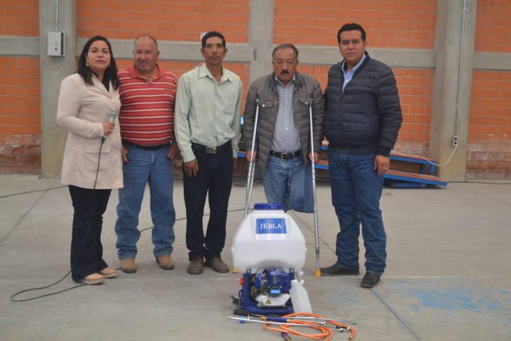 Rivera Mora entregó 100 apoyos a ciudadanos para que mejoren su calidad de vida