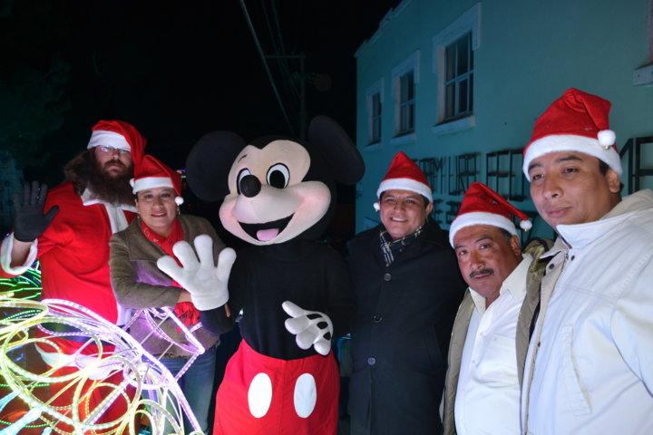 Encabeza Miguel Ángel Polvo majestuoso desfile navideño en Tlaltelulco