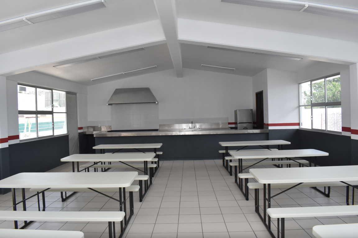 COBAT-TBC verifica construcción de la cafetería en plantel 04