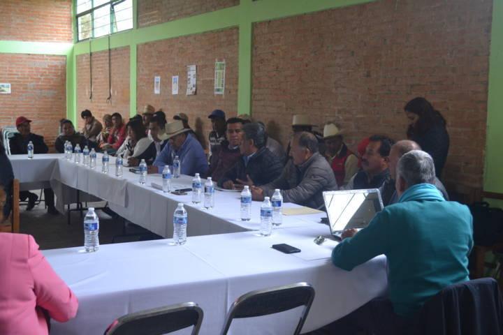 En sesión de consejo alcalde y ejidatarios signan convenio a favor de los campesinos