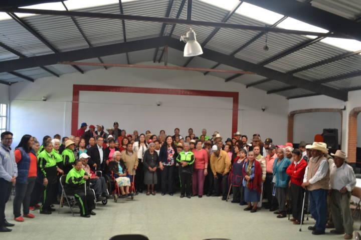 SMDIF fomenta la sana convivencia con grupos de la tercera edad de otros municipios