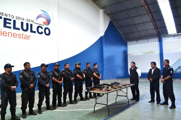 Entrega Miguel Ángel Polvo equipo de armamento a la policía municipal de Tlaltelulco