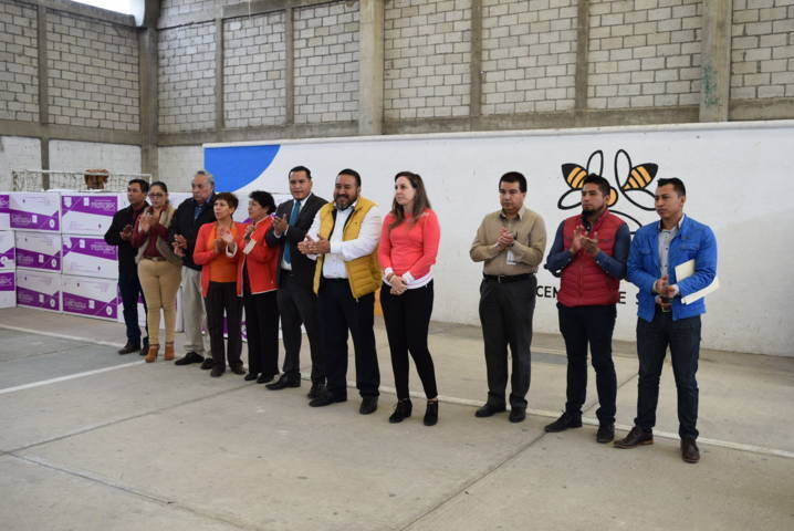 Alcalde apoya la economía familiar entregando 120 calentadores solares