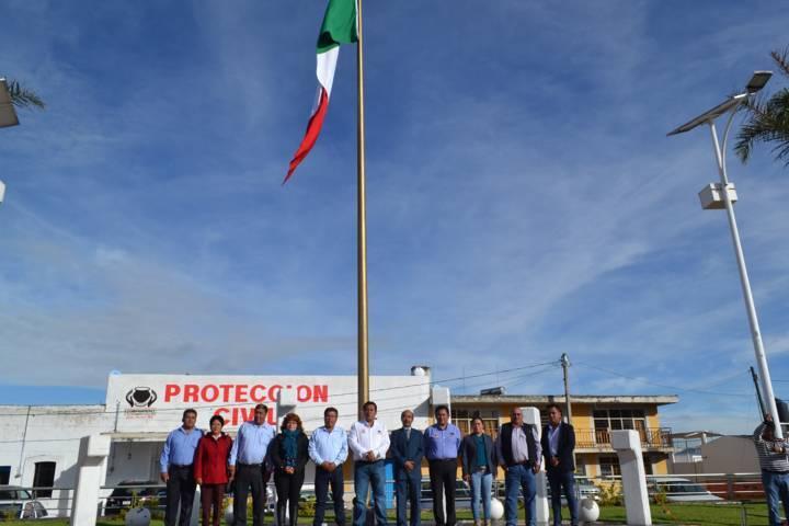 Primaria Sor Juana Inés de la Cruz realiza honores a la bandera