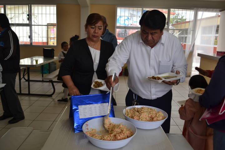 Alcalde acude a demostración culinaria de la primaria López Mateo