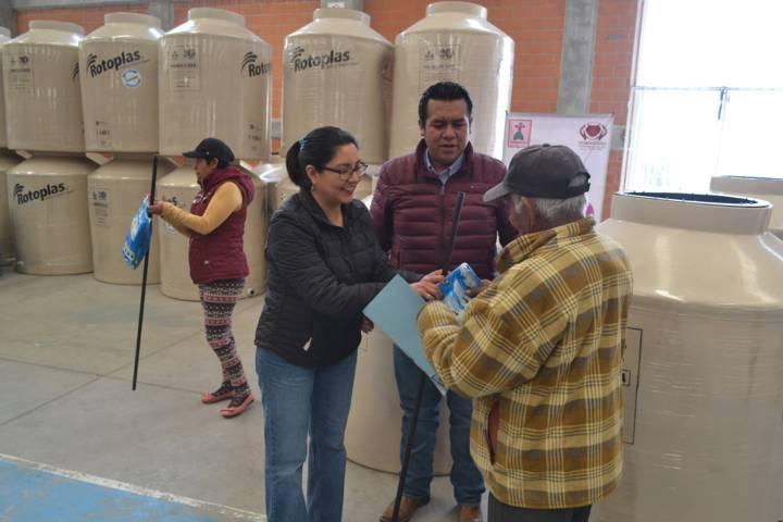 Con estos tinacos garantizamos el abasto del agua potable: Rivera Mora