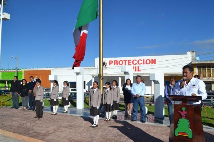 Ayuntamiento ondea a media asta bandera por luto nacional