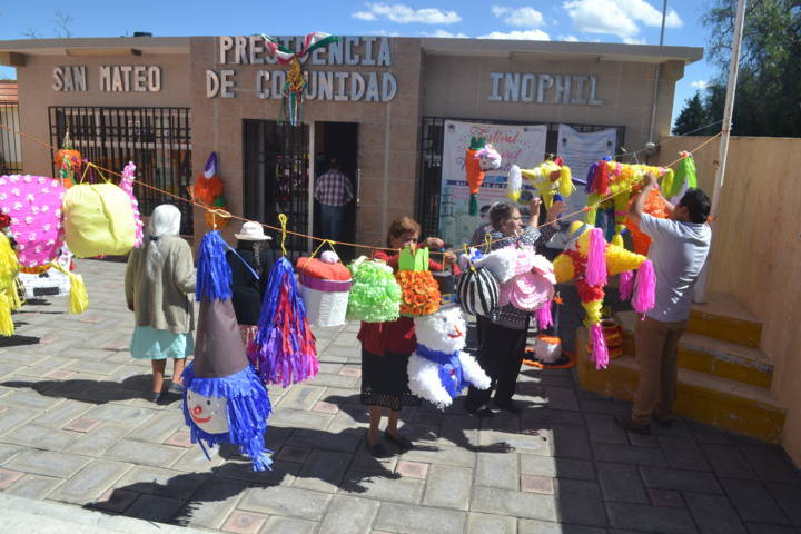 El DIF municipal clausura curso de piñatas para personas de la 3ra edad