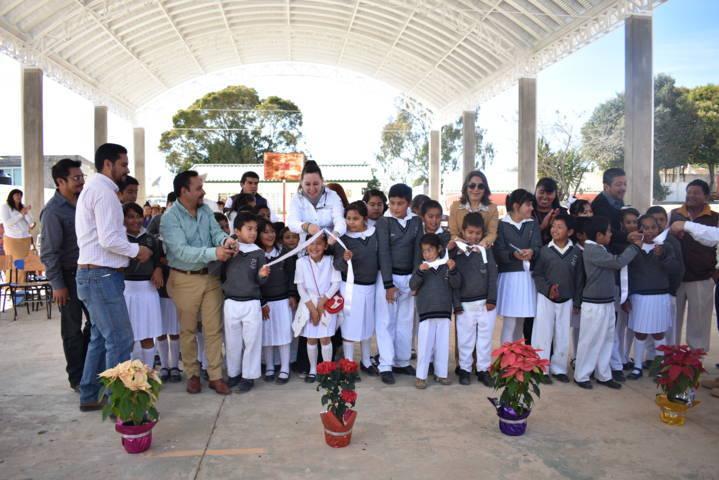 Entregan techumbre en escuela primaria de Hueyotlipan