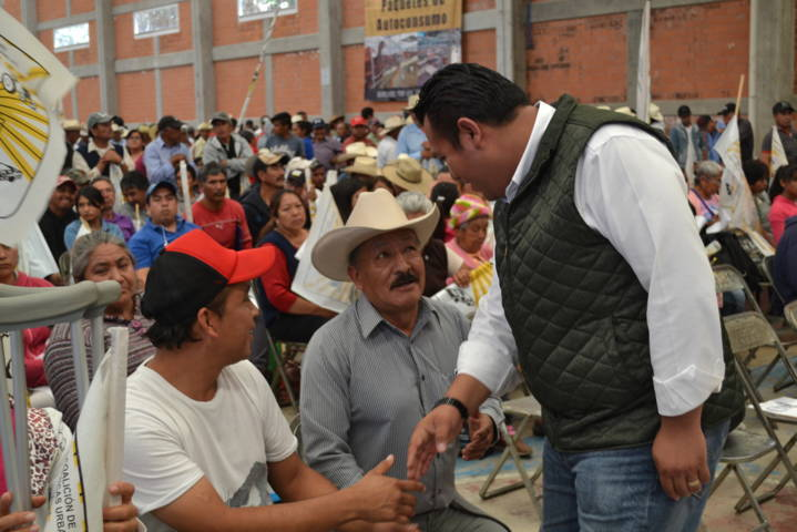 Tzompantepec sede de entrega de apoyos a campesinos