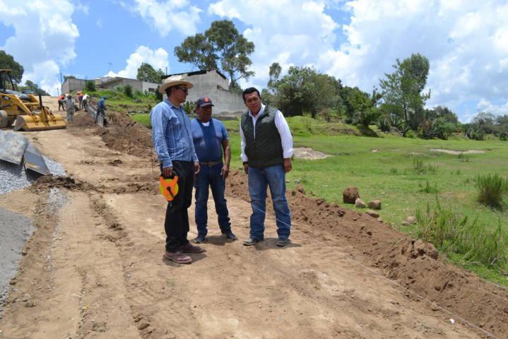 Alcalde supervisa trabajos de ampliación de red de agua potable