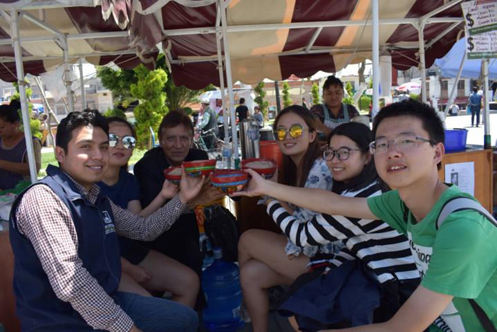 Alumnos de China promueven la historia de Beijing en Zacatelco