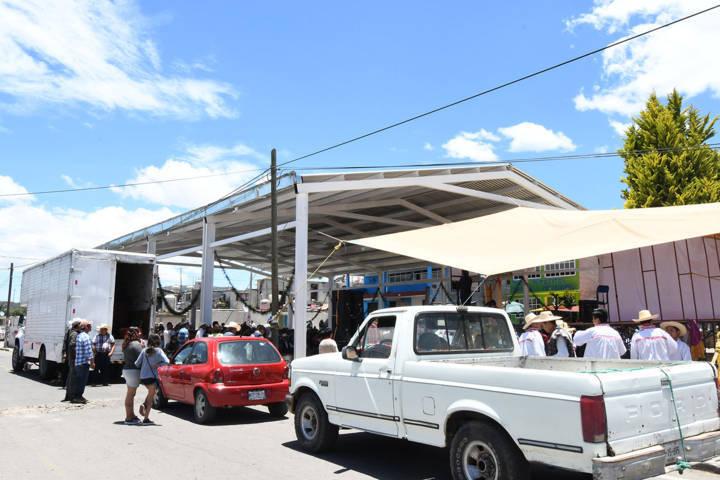 Edifica gobierno de Tlaxco techumbre en la comunidad del Rosario