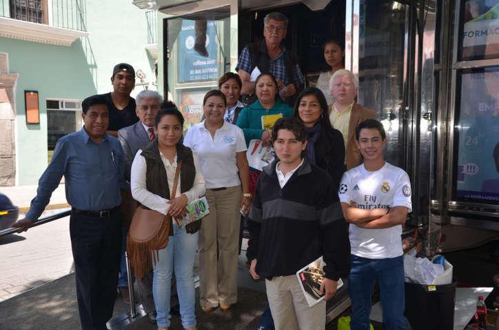 Reconocen mujeres respaldo de Adolfo Escobar