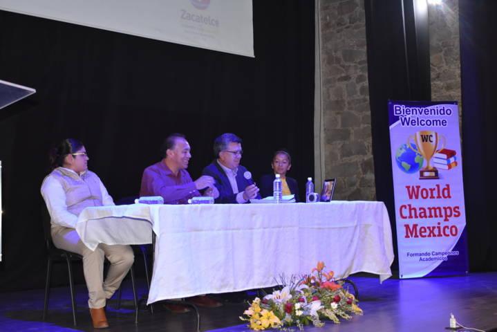 World Champs acerca proyecto educativo a niños y jóvenes del municipio