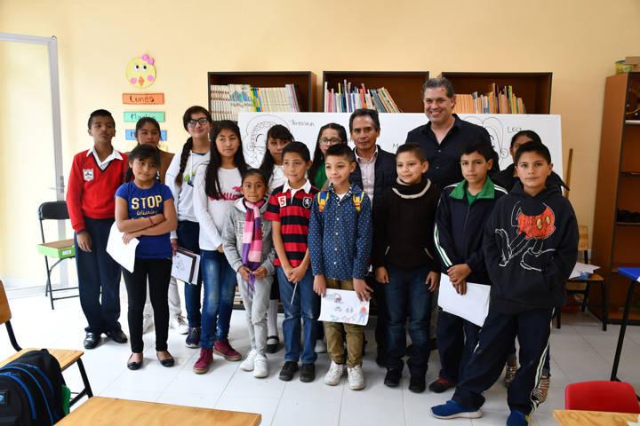 Imparte Ricardo Arnaiz taller de dibujo con niños tlaxquenses