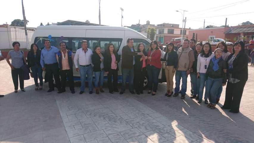 Homenaje y entrega de unidad en Tzompantepec