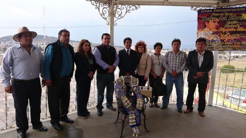 """Alcalde de Tzompantepec le desea un tremendo éxito a el matador """"el mojito"""""""