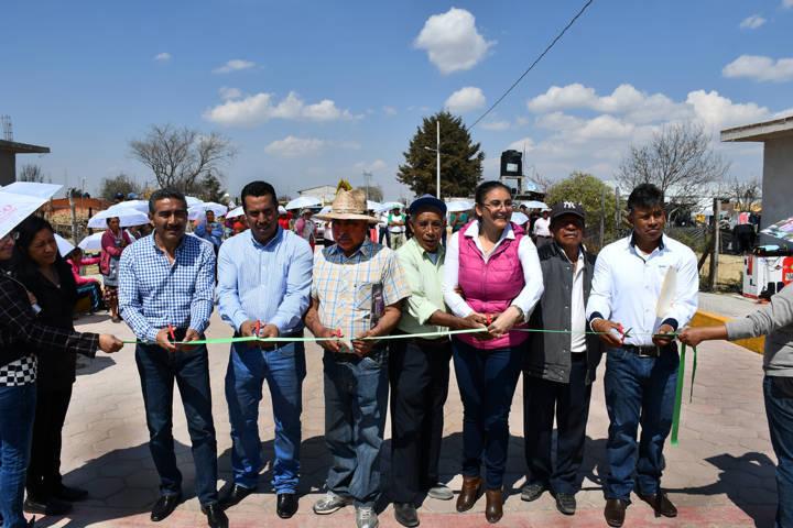 Inaugura alcaldesa obras de adoquinamiento y rehabilitación de red eléctrica