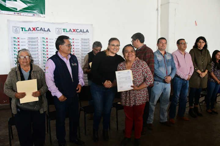 Entregan en Tlaxco apoyo a ganaderos y productores de lechería familiar