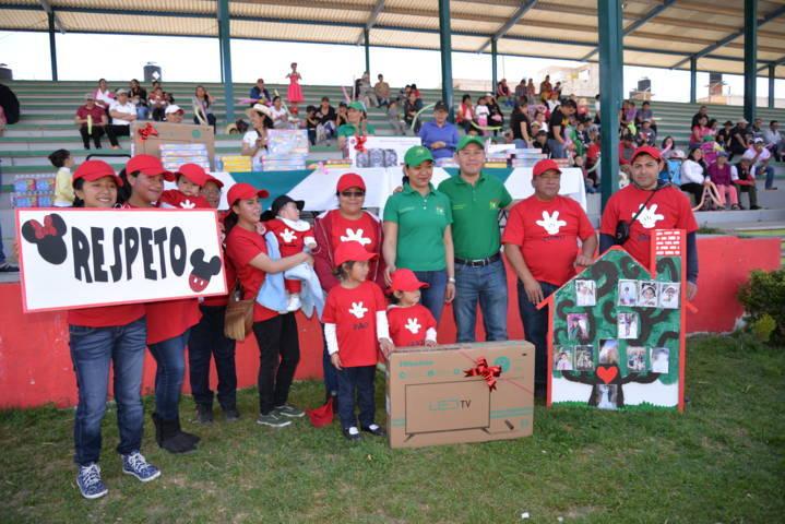 Ayuntamiento y SMDIF festejan el Día de la Familia con desfile y un mini rally