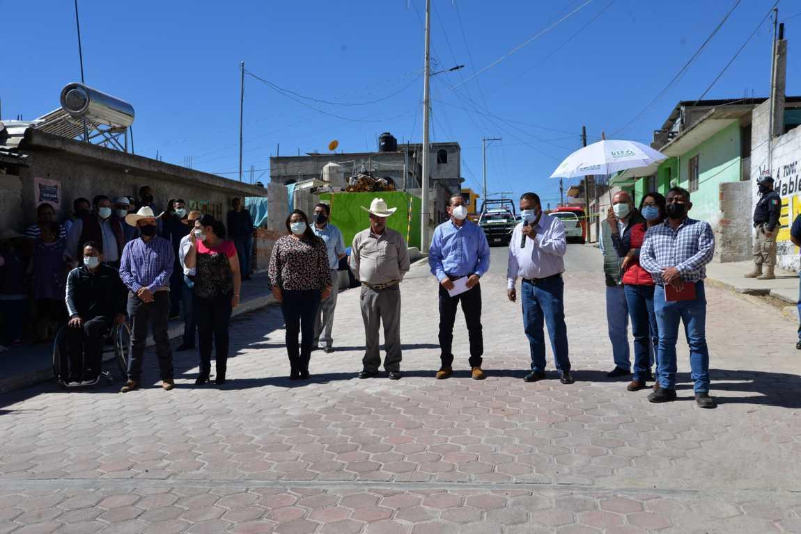 Ejerce Nanacamilpa gobierno de resultados; entregan adoquinamiento en Miguel Lira y Ortega