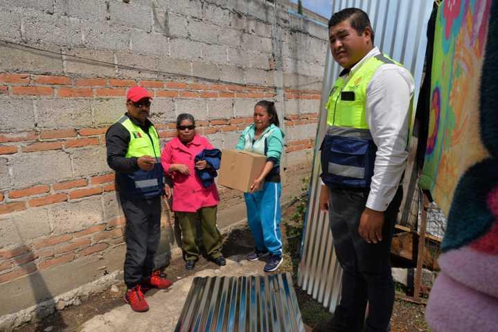 Protección Civil Estatal y municipal entregan insumos a familias afectadas por fuerte granizada en Nanacamilpa