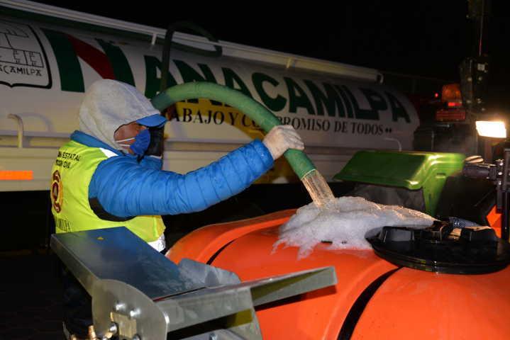 Por Fase 3 sanitizan calles de Nanacamilpa por COVID-19