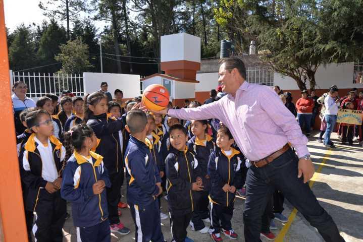 Impulsar el deporte en escuelas mejora su calidad de aprendizaje: alcalde