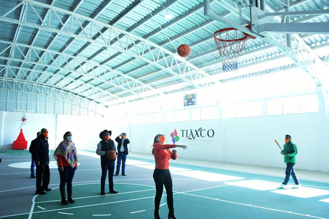 Inauguran nuevo auditorio de básquetbol con instalaciones de lujo