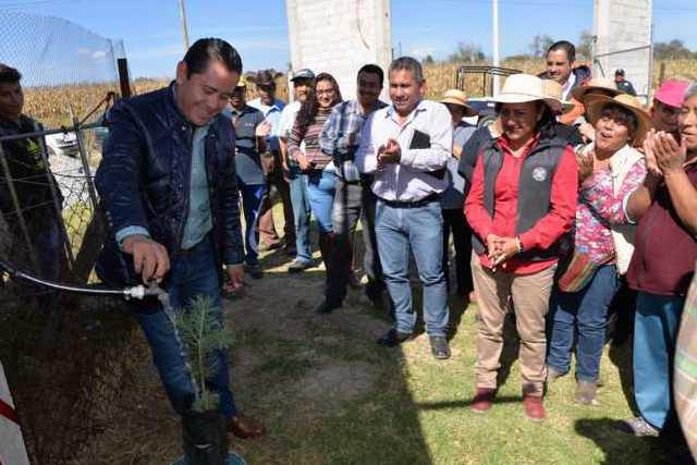 Alcalde impulsa el desarrollo en 2 comunidades con obras de impacto