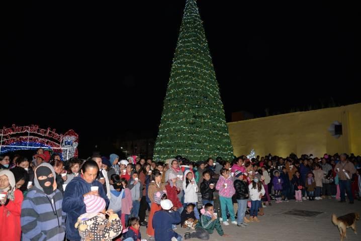 Alcalde realizó el encendido del Árbol de la Navidad