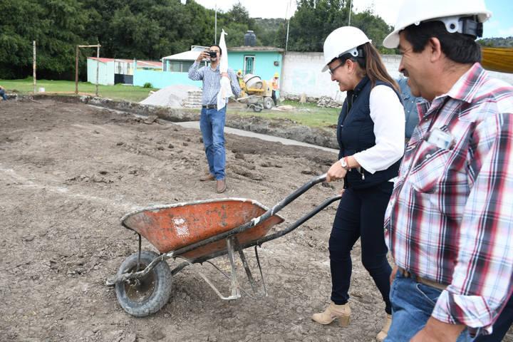 Inicia Tlaxco construcción de plataforma para dispensario médico en Casa Blanca