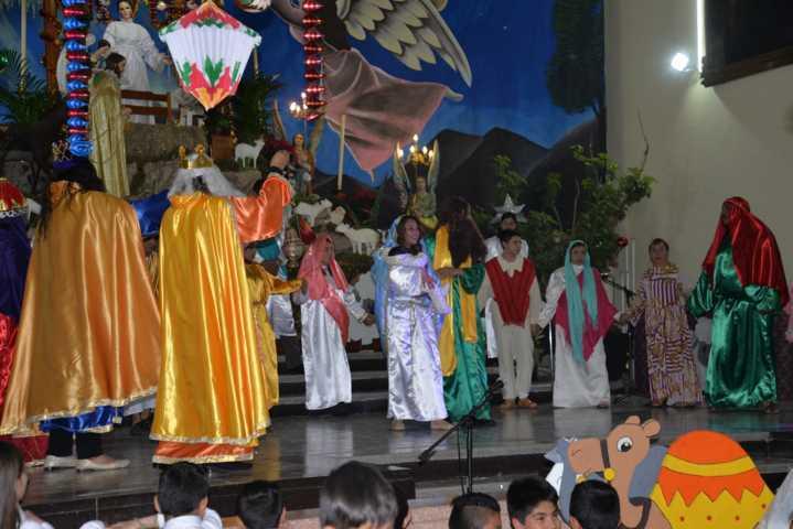 Alcalde de Nanacamilpa se suma a las tradiciones navideñas del CEA