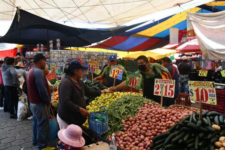 Acuerdan Tlaxco y tianguistas incrementar medidas preventivas por Covid-19