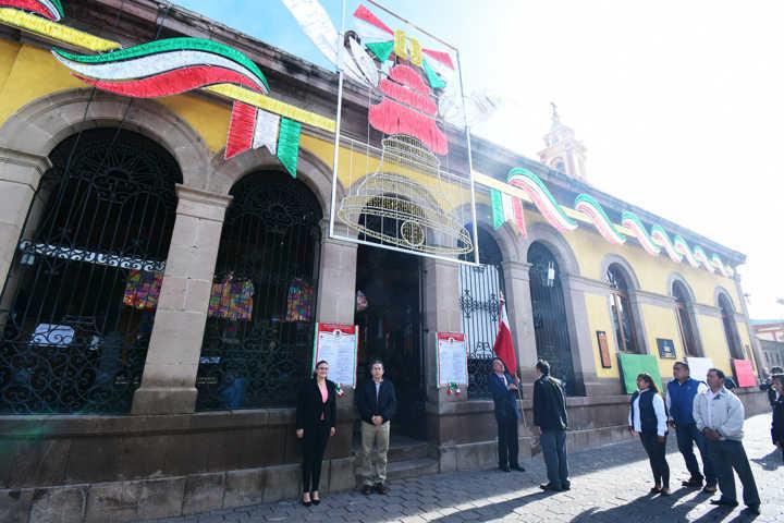 Inicia Tlaxco fiestas patrias con colocación de bandos solemnes