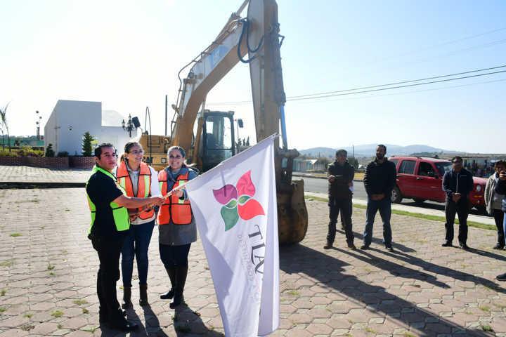 Inicia Tlaxco construcción de parque comunitario y nueva cancha del CDIT
