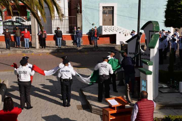 Víctor Hugo Sánchez coloca Bando Solemne de Fiestas Patrias 2020
